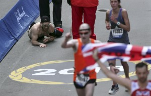 VIDEO: Marine finishes Boston Marathon on hands and knees in honor of fallen comrades